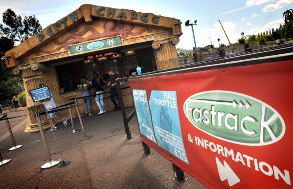 fastrack kiosk at thorpe park