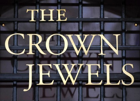 the crown jewels sign at the tower of london