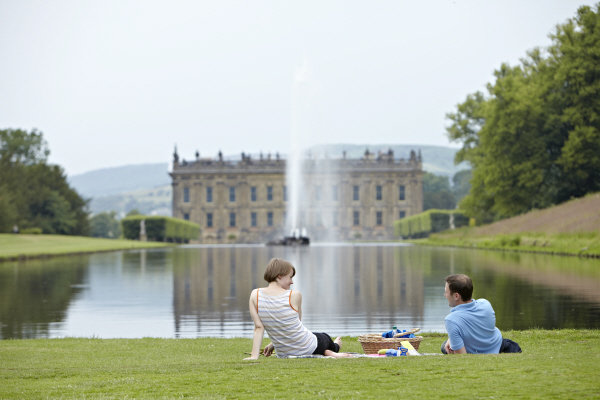 chatsworth house and gardens - people enjoying a picnic