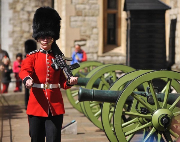 the guards at the tower of London marching