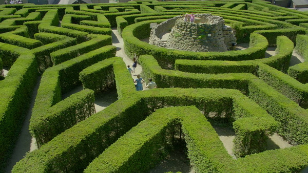 maze and grotto at leeds castle