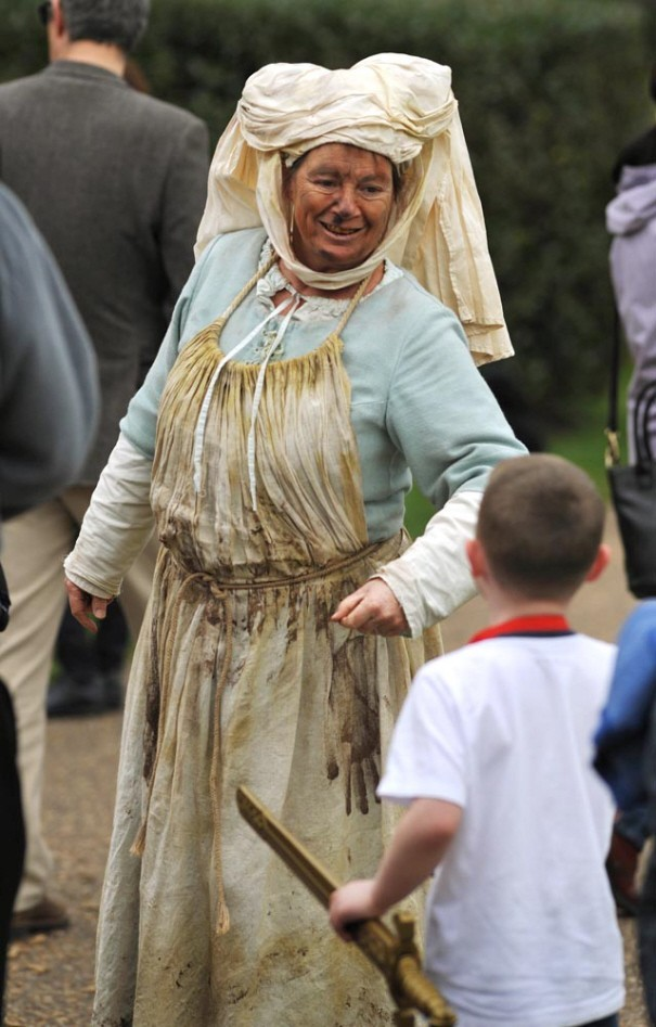 costumed performances at Warwick Castle