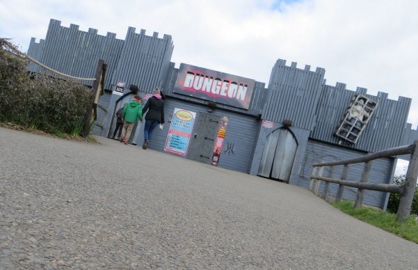 dungeon maze at twinlakes theme park